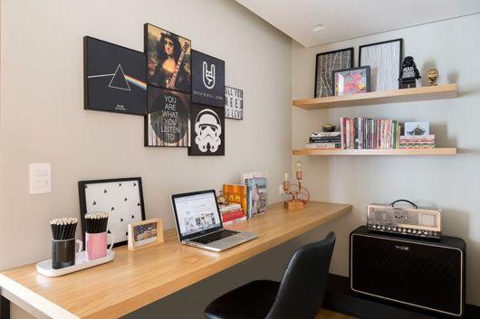 Para um home office moderninho, quadros ligados à música e tendências geek