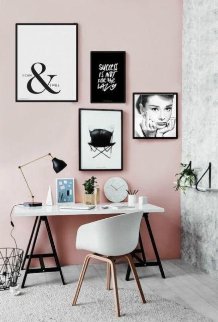 Quadros em preto e branco em um estilo de decoração minimalista