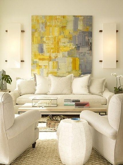 sala de estar com quadro abstrato
