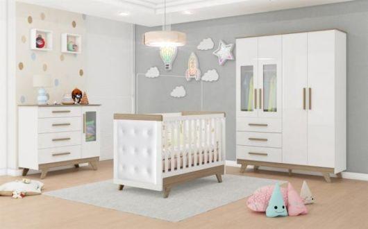Quarto de bebê feminino em tom minimalista