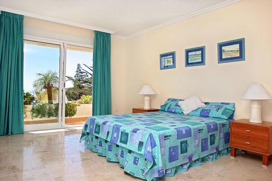 Azul também é uma cor interessante para quartos modernos