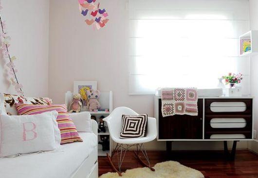 Use móveis e acessórios de outras épocas para decorar o cômodo