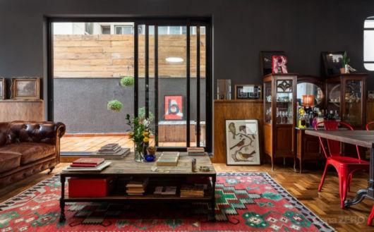 Elementos de outras épocas ajudam a dar o toque perfeito a sua sala retrô