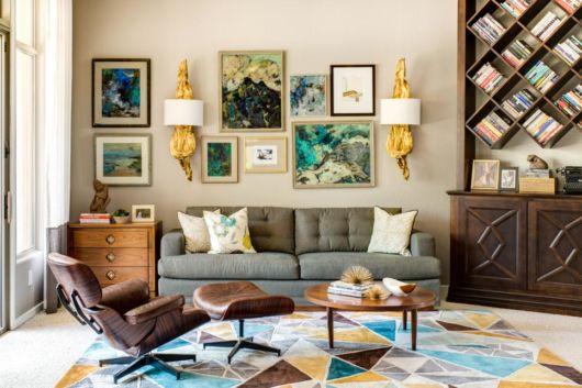 Móveis, quadros e detalhes vintage até no piso