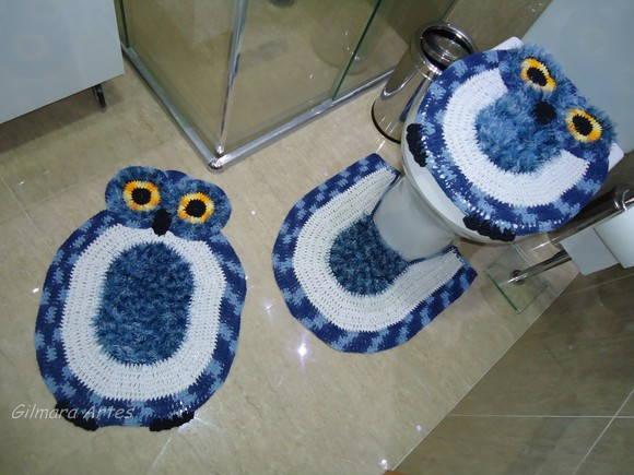 tapete coruja azul com branco.
