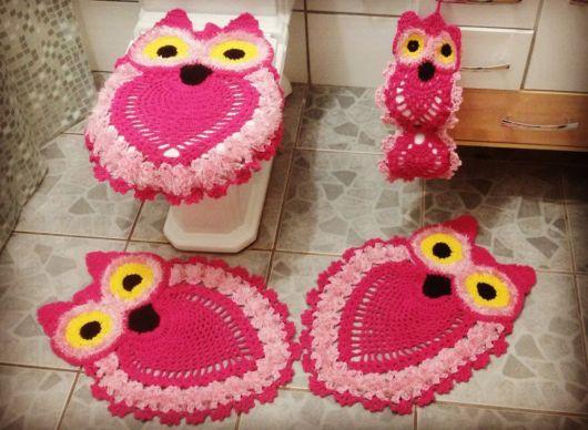 tapete coruja em tons de rosa claro e pink.