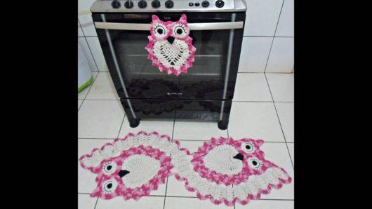 tapete coruja rosa.