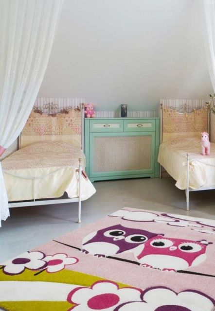 tapete coruja em quarto clean.
