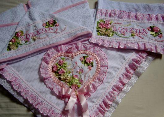 Kit de toalhas decoradas com fitas para bebês