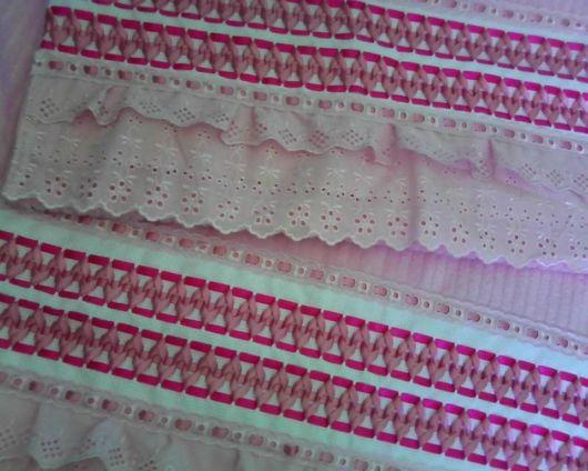 As fitas são materiais delicados para bordar toalhas