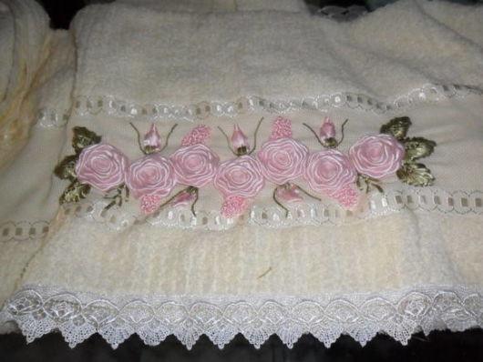 você pode usar as fitas para bordar rosas
