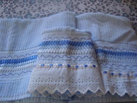 Conjunto de toalhas bordadas com fitas