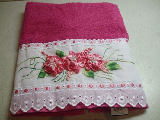 Toalha pink com fita bordada