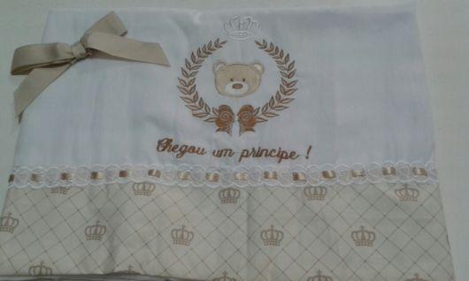 Toalhinha para bebê decorada com bordado