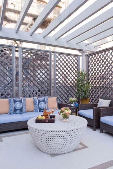 varanda decorada com sofá