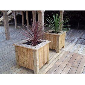 Aproveite para usar as estruturas de madeira em locais estratégicos, isso ajuda a valorizar a decoração