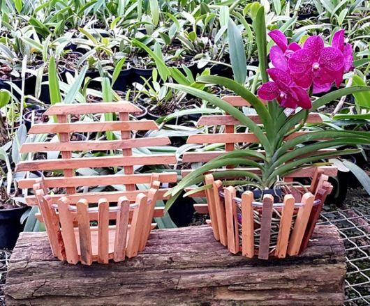 Alguns modelos de cachepot de madeira podem ser customizados em casa mesmo