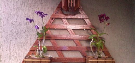 Modelo triangular com três cachepots decorados e médios