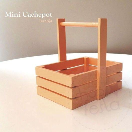 Pequeno cachepot de madeira ideal para diversos projetos