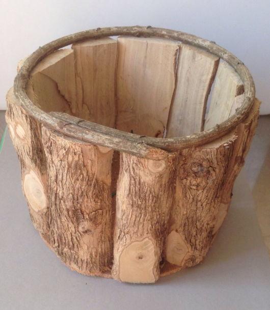 Os modelos de madeira rústica são famosos, assim sendo, é uma boa opção para decorações desse tipo