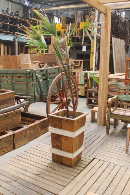 Combine com a decoração e outros acessórios de madeira, por exemplo