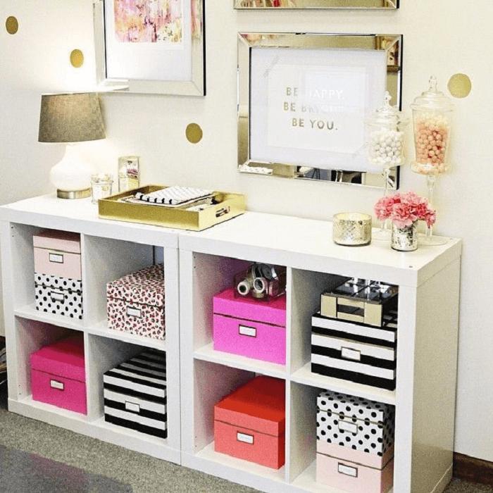 Nichos com caixas decorativas organizadoras