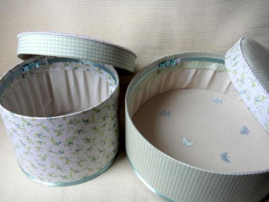 Caixas redondas de papelão decoradas