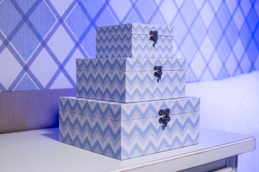 Crie conjuntos de caixas decoradas para quarto de bebê