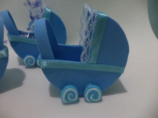 carrinho de bebê em EVA pequeno decorado azul