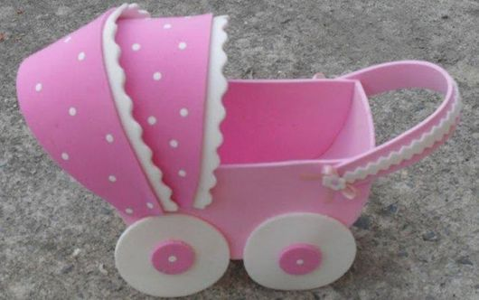 carrinho de bebê em EVA rosa fácil