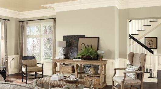 Salas pequenas ficam ótimas com cores claras