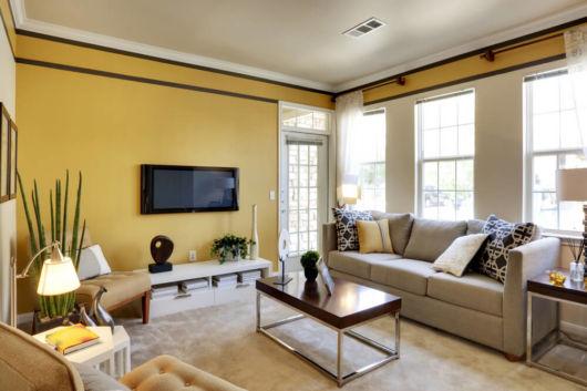 O amarelo é muito usado em salas de estar e TV