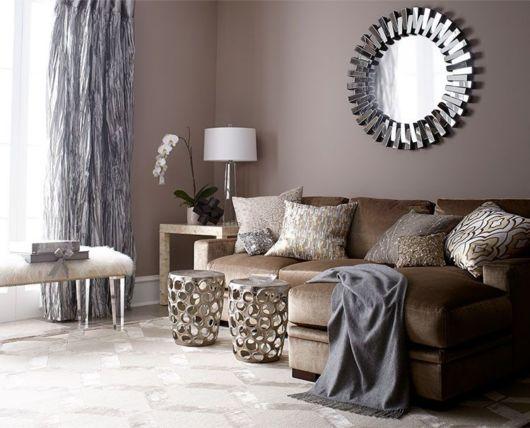 Aposte na sala monocromática com sofá marrom