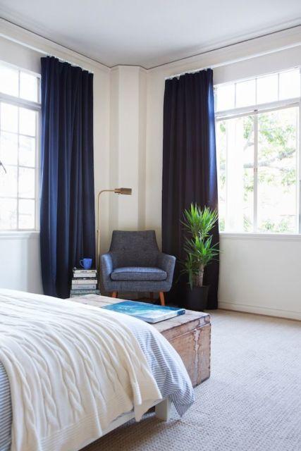 É importante por cortina em todas as janelas do quarto