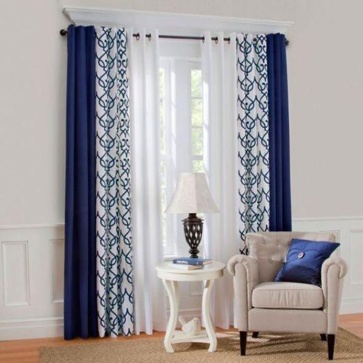 Modernize sua sala com cortina estampada azul