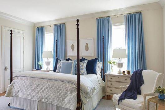 Uma cortina simples azul pode dar charme ao quarto