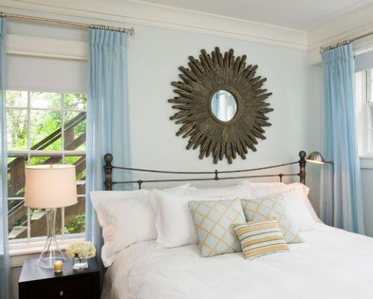 Veja uma ideia de cortina leve e fluida para quarto