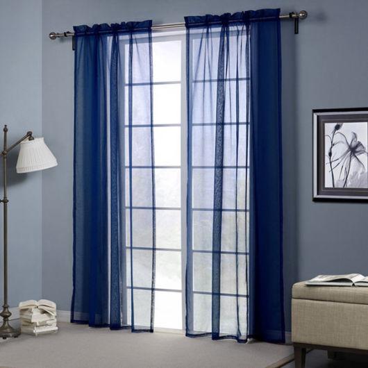 Veja modelo leve de cortina na cor azul royal