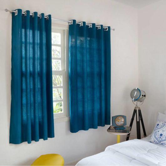 Outra ideia de cortina, mas agora curtinha no tom azul royal