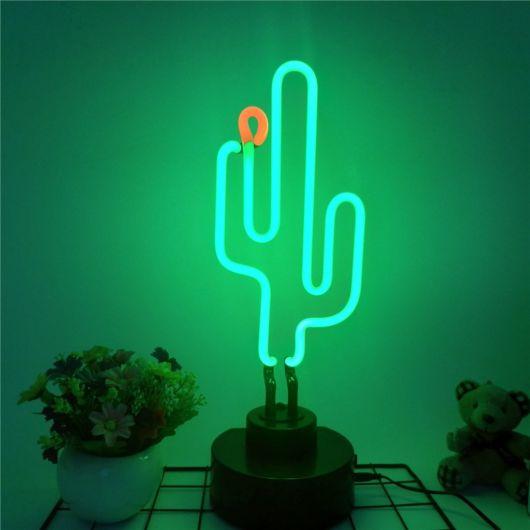 Luminária de cacto com luz neon para deixar o ambiente moderno
