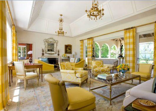 Veja que sala linda toda produzida com tons de amarelo