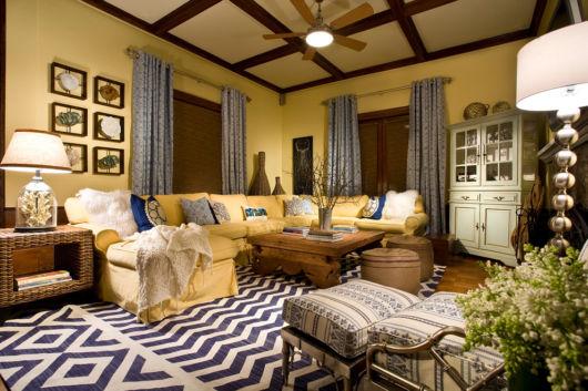 Amarelo e marrom são cores para salas rústicas