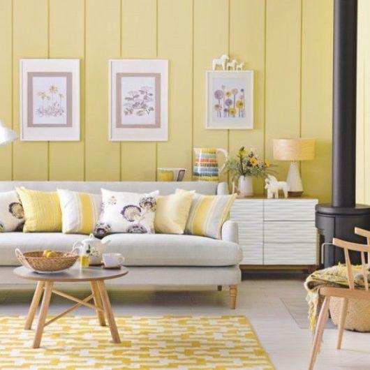 Não há como errar em unir amarelo com branco na sala