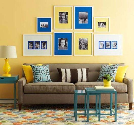 Dica para decorar sua sala com parede amarela e móveis coloridos