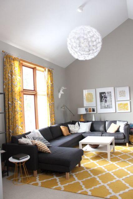 O amarelo pode ser aplicado nos objetos têxteis como cortinas, tapetes, bem como almofadas