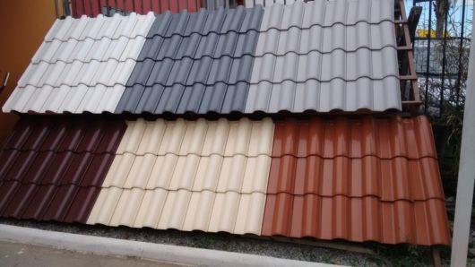 Há inúmeras marcas de telhas esmaltadas atualmente