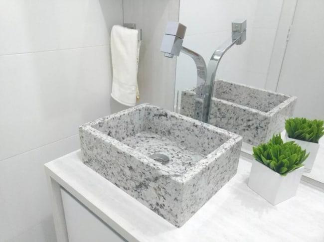 Pia de granito branco para banheiro pequeno