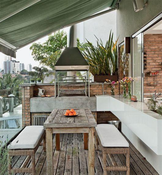 varanda com piso de madeira