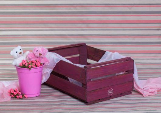 Uma caixinha pintada de vinho para dar um plus na estrutura