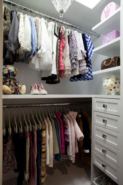Você pode ainda criar um closet aberto para o quarto infantil